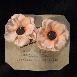 Accessories - 💖4/$20💖 Flower bobby pins